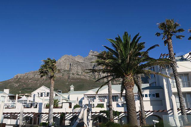 Kapstadt mit Kindern Camps Bay Strand mit Kind in Kapstadt
