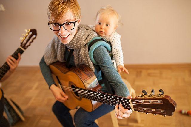 Gitarre spielen mit Baby - Sing fürs Baby