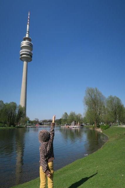 München mit Kind_Olympiaturm München