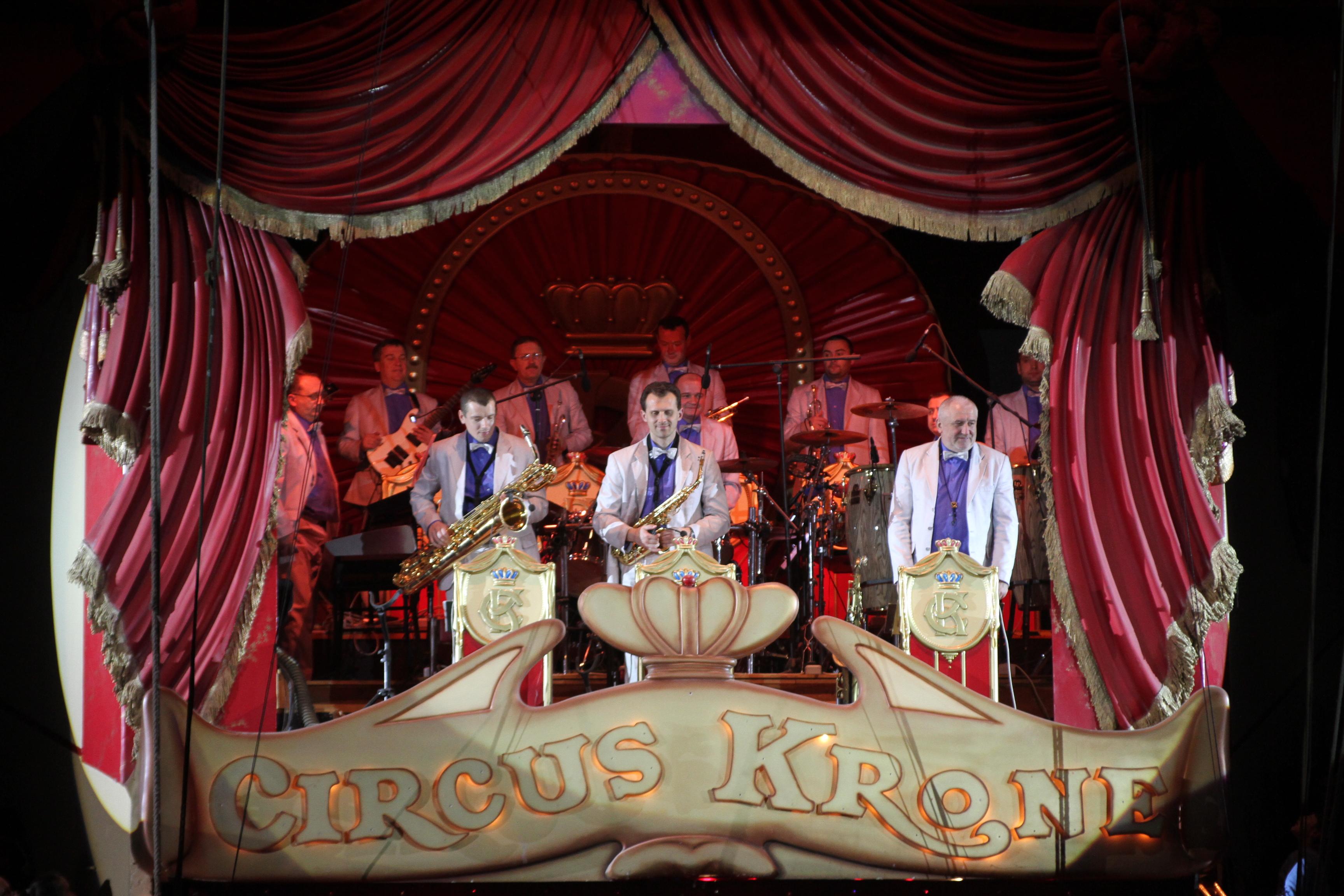 Circus Krone mit Kindern