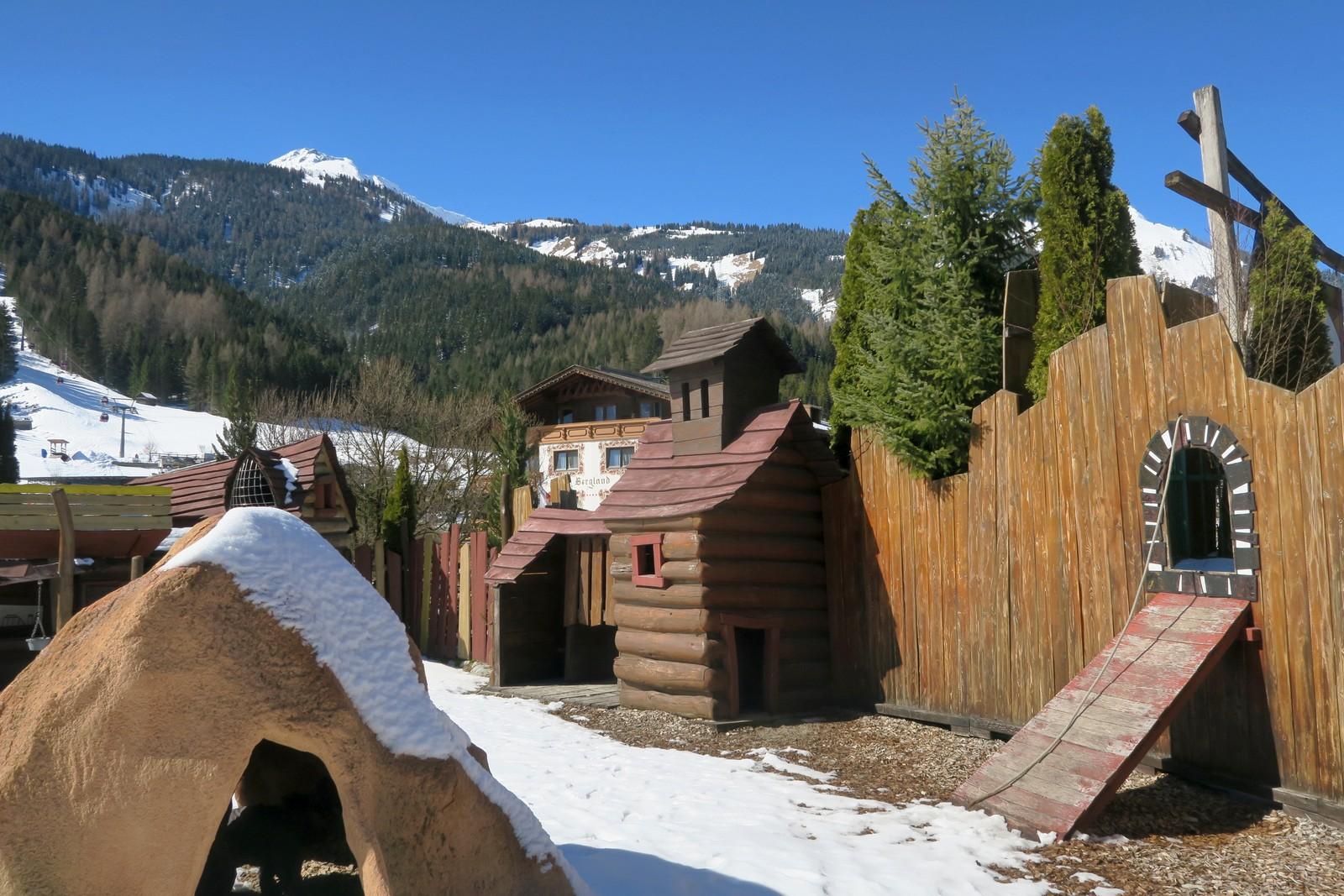 Familienhotel Alpenrose Spielplatz