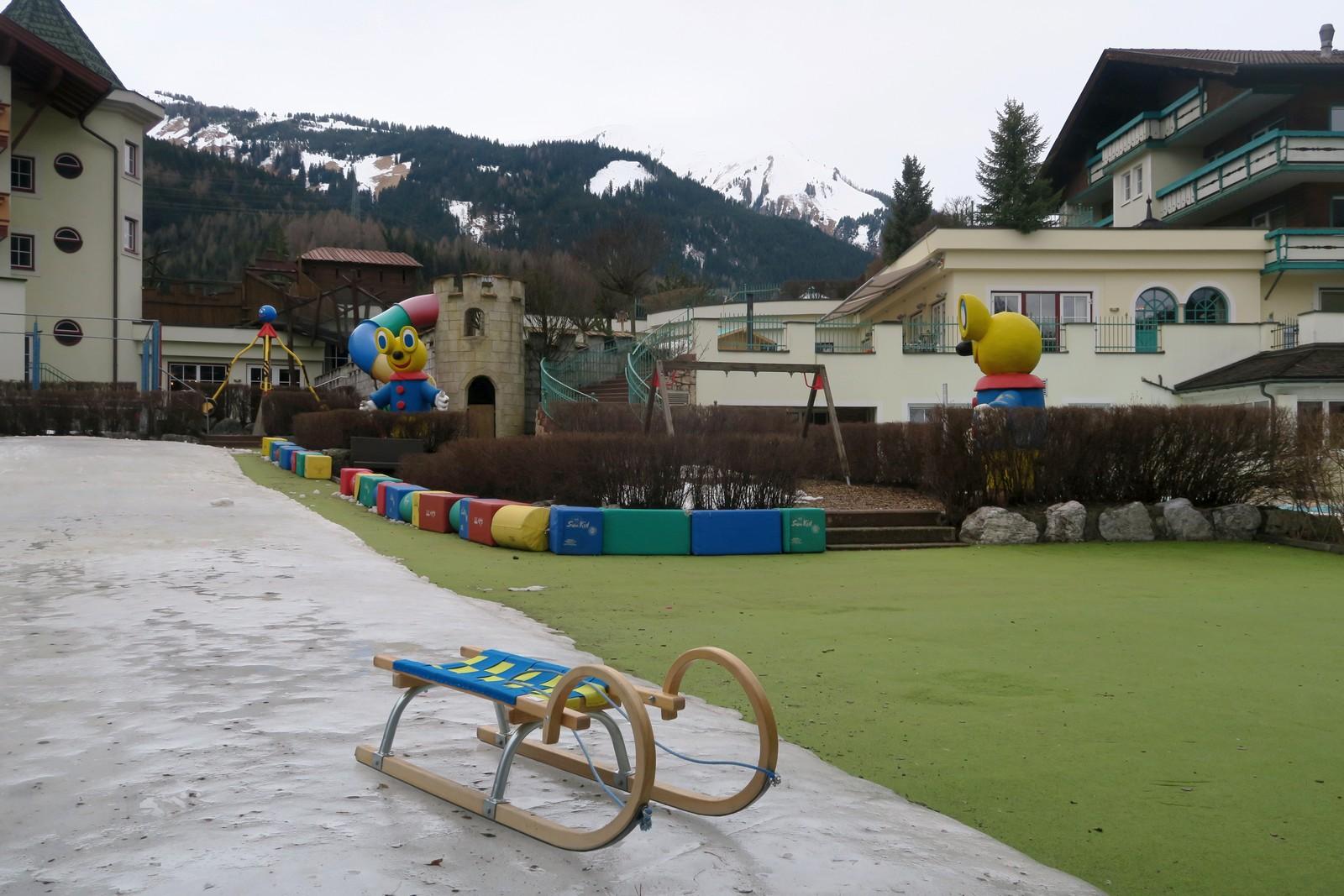 Rodelhügel Kinderhotel Alpenrose