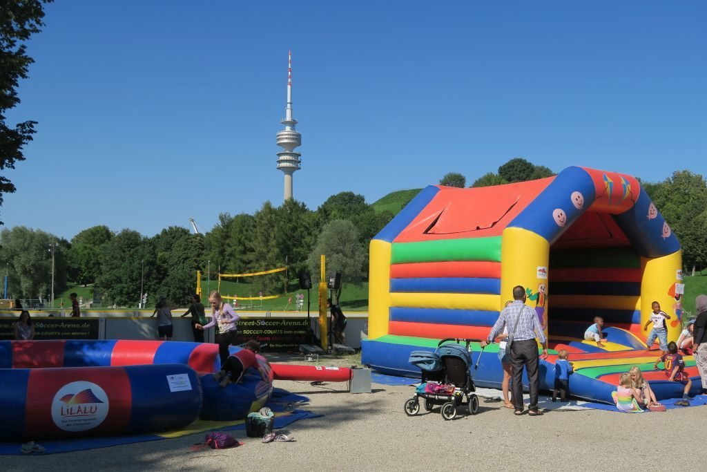 Hüpfburg im Olympiapark
